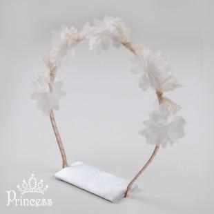 Обруч для волос с белыми цветами и кружевом