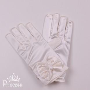 . Укороченные детские перчатки молочного цвета