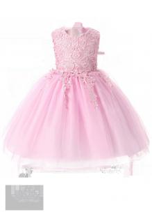 Детское платье с фигурным кружевом на лифе