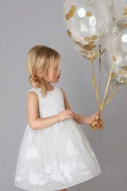 Белее белого или ухаживаем за детским белым платьем